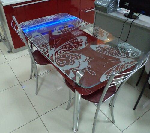 Стол кухонный из стекла с рисунком